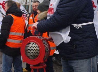 obraz dla wpisu: Protest w obronie zwalnianych pracowników Comau Poland